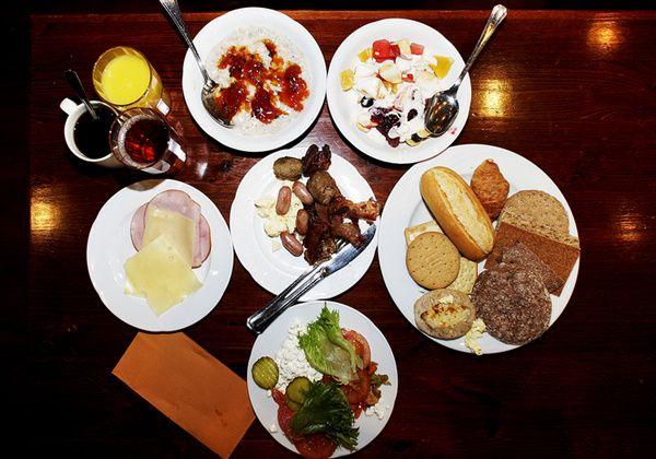 Laihduttaja, nauti runsas aamupala! BNI aamupalalle teet bisnestä ja syöt hyvin :-)