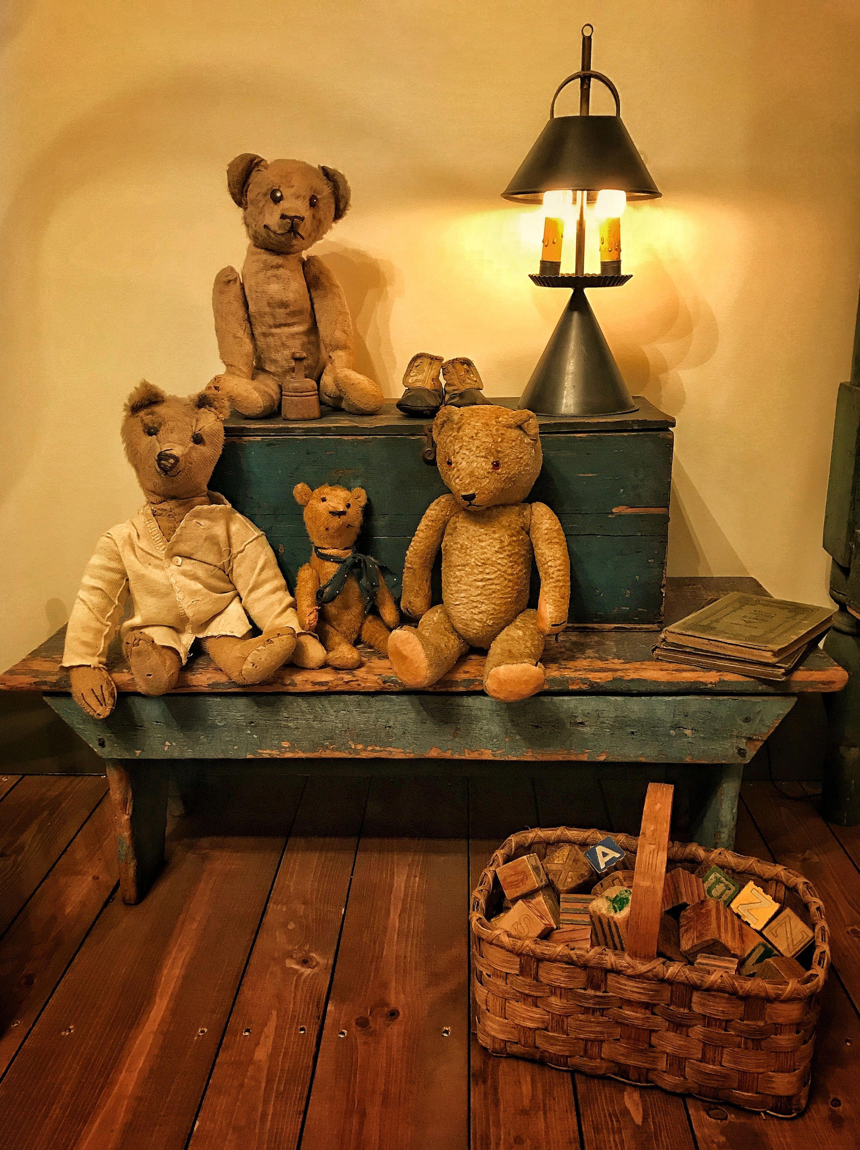 Country Primitive Bathroom Decorating Ideas Primitivecountrydecorating Antique Teddy Bears Vintage Teddy Bears Old Teddy Bears Country bear bathroom decor