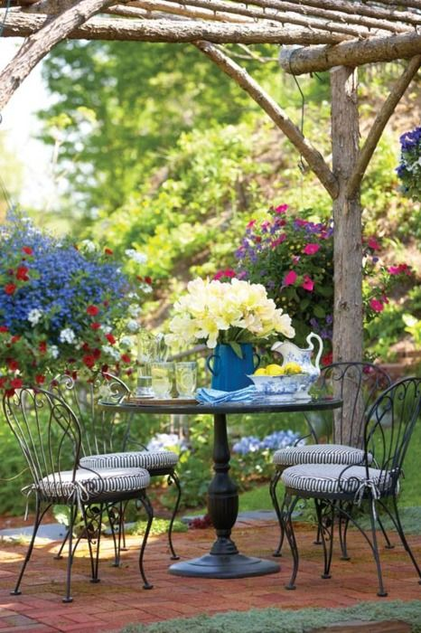 Great outdoor space for a spring lunch.