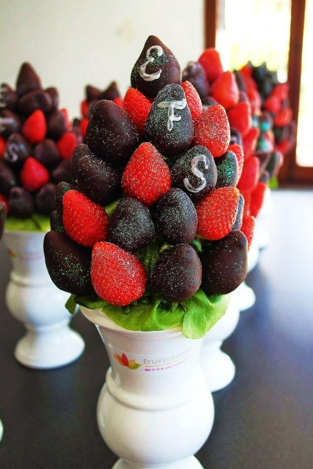 Ramos de frutas rojo pasi n con extra de chocolate for Centros de frutas