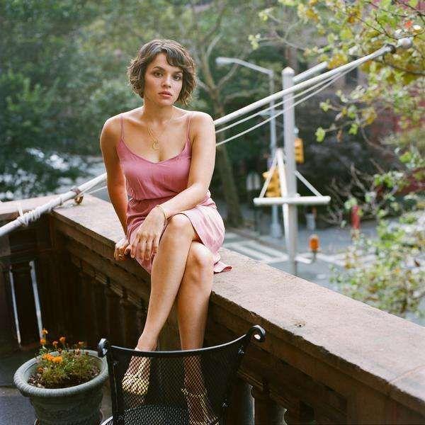 Norah Jones Sexy Pics