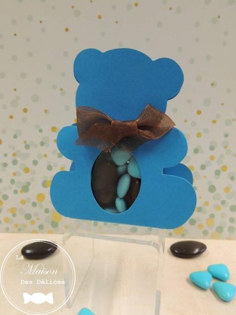 Ballotin à dragées nounours couleur turquoise, dont la fenêtre