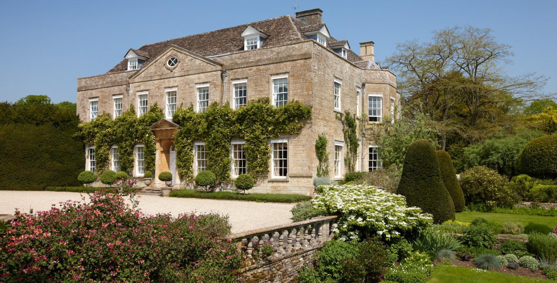 cornwell manor classic exteriors 1 pinterest maison villa et plan maison. Black Bedroom Furniture Sets. Home Design Ideas