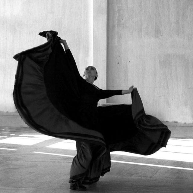 """De la serie: Danzas y andanzas. Título """"La bruja"""" @klayo14 #blackandwhitephotography #dance #danza #folclorico #folclore #danzafolcloricamexicana #guadalajara #mexicodesconocido"""