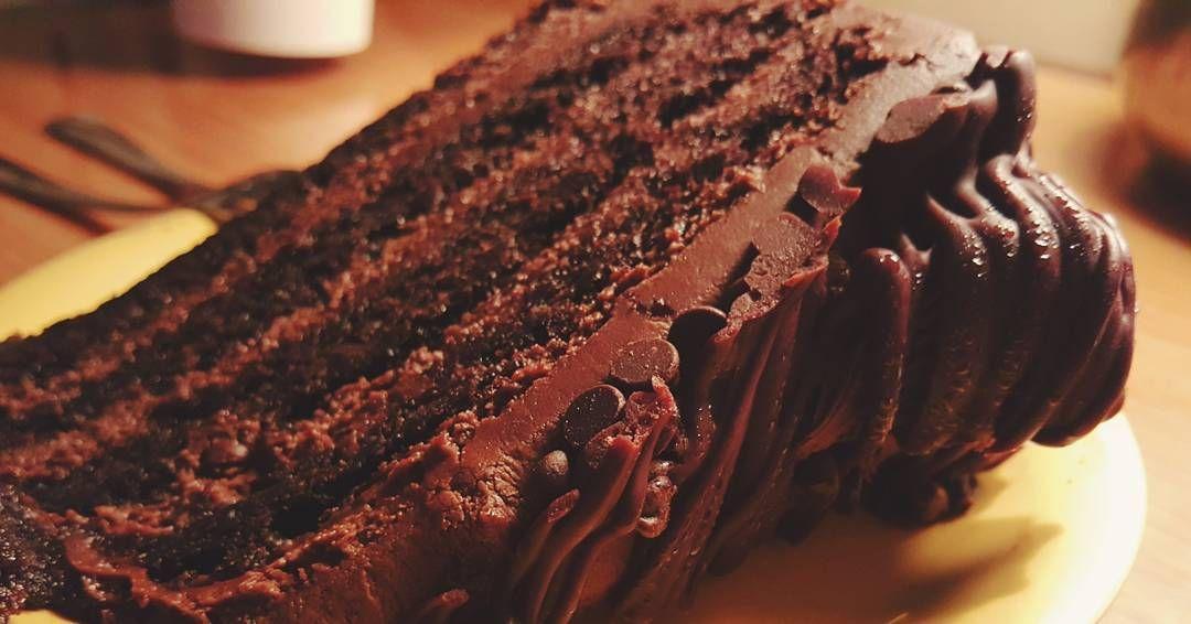 여기 이 초코케이크 진짜진짜 맛있다ㅠㅠ  #sodelicious #delicious #chocolate #chocolatecake #cake #vinakacafe #vinaka #cafe ##villagefaire #carlsbad #sandiego #california #USA #trip by jin8478