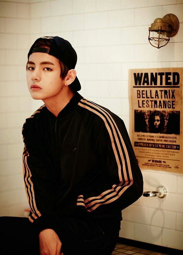 94da1609cf1 Kim Taehyung wearing snapback is lifeuu❤❤