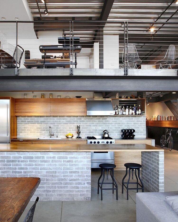 Me encantan las casas loft style y los techos a doble for Cocinas industriales modernas