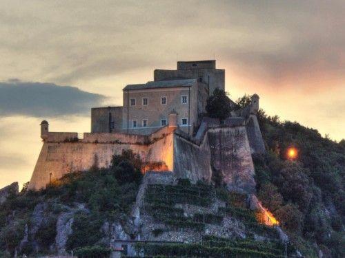 Letti A Castello Finalborgo.Castello Di Finalborgo Liguria With Images Castel San