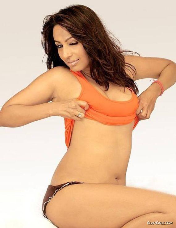 Shah hot kashmira