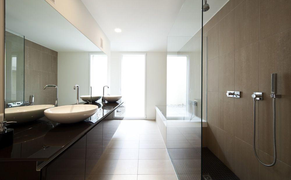 Kleine Smalle Badkamer : Lange smalle badkamer inrichten elegant interieur indelen with