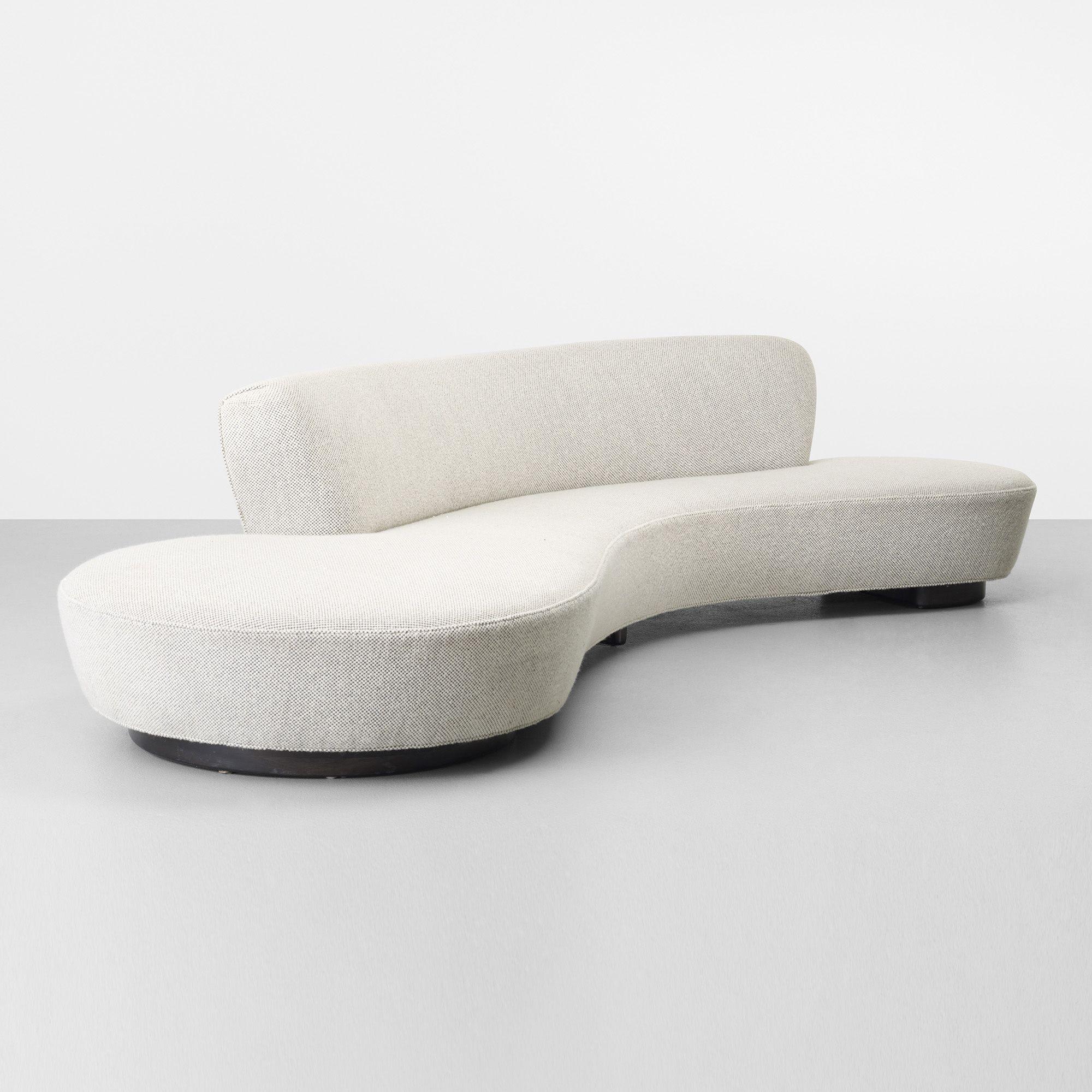 Lot 395 Vladimir Kagan Serpentine Sofa C 1975 Upholstery Lacquered Wood 139 W 64 D 29 H In Result 27 500 Estimate Nel 2020 Divani Poltrone Arredamento