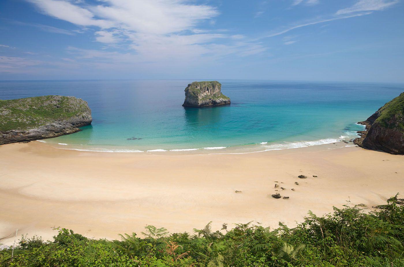 Playa de la Ballota (Llanes, Asturias) - Playas escondidas y perfectas en España