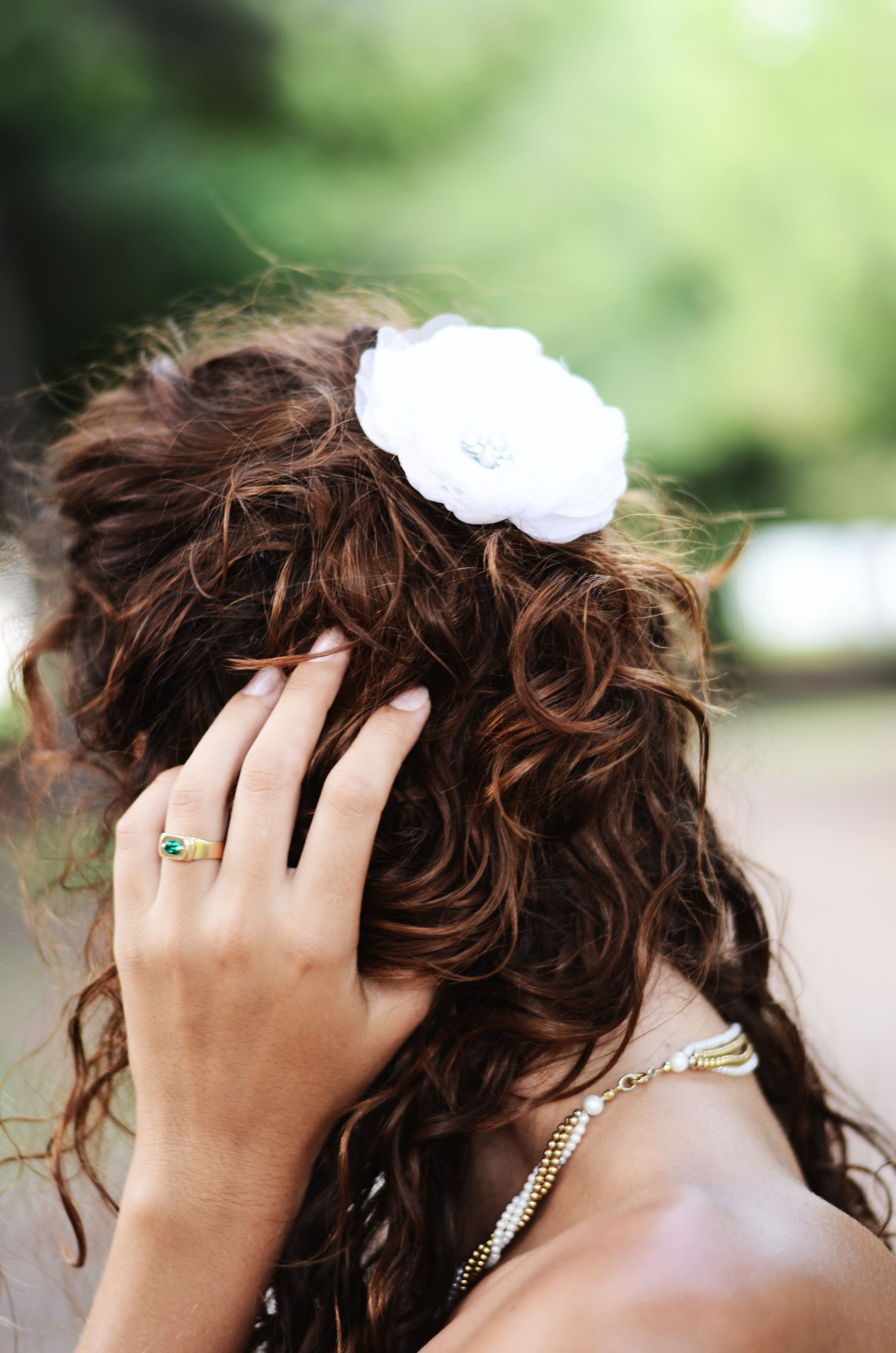Bridal look    #curls and a white flower, #krullen