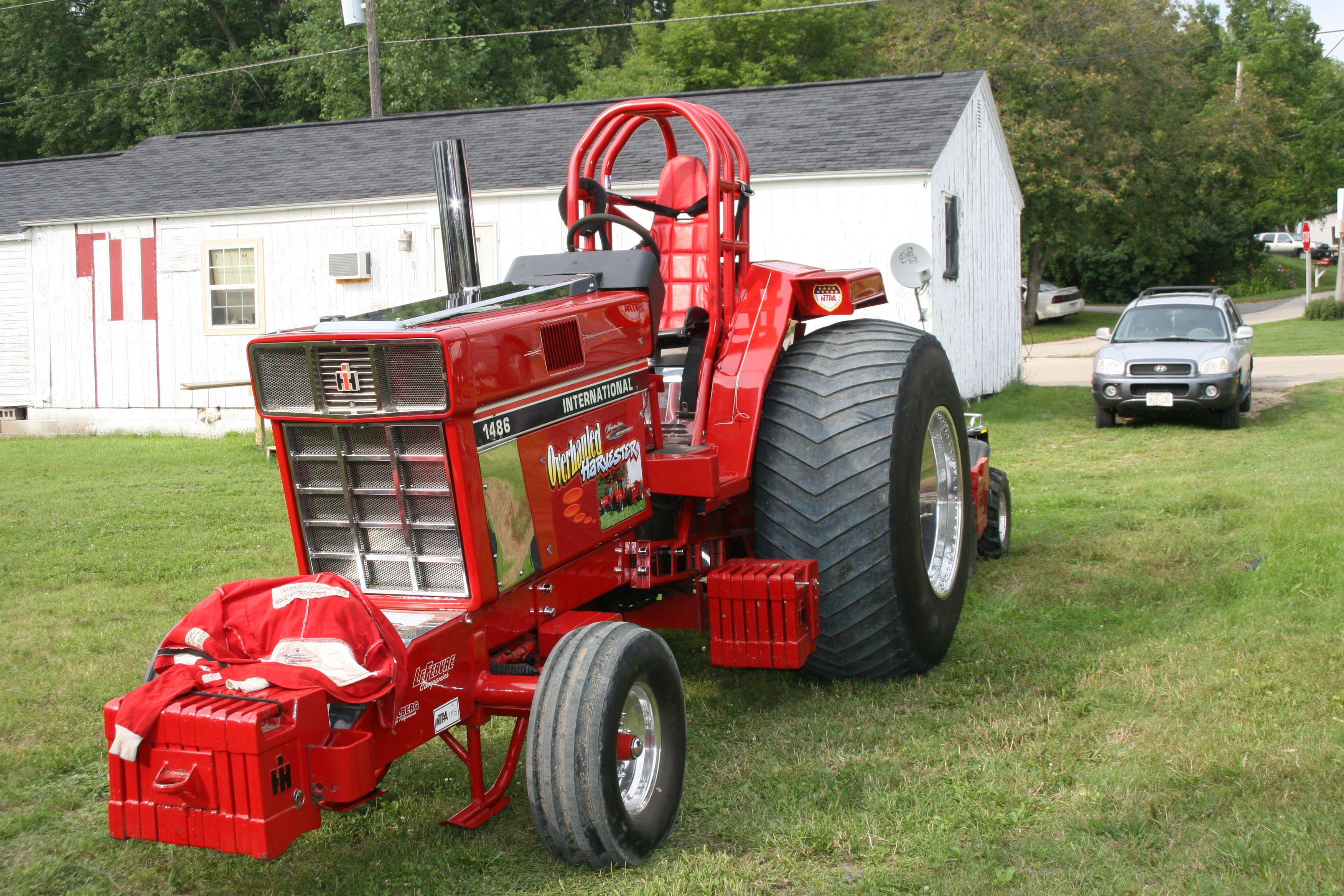Ih Pulling Tractors : Pulling tractor international farmall pinterest