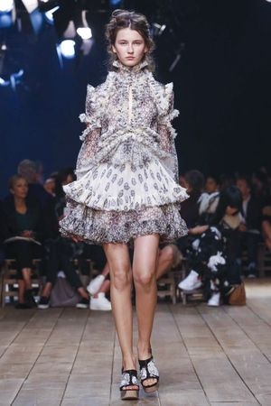 Alexander McQueen Ready To Wear Spring Summer 2016 Paris - NOWFASHION