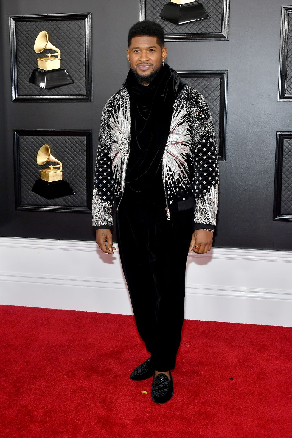 See All Your Favorite Celebs Arrive On The 2020 Grammys Red Carpet In 2020 Red Carpet Fashion Celebrity Red Carpet Grammy Awards Red Carpet