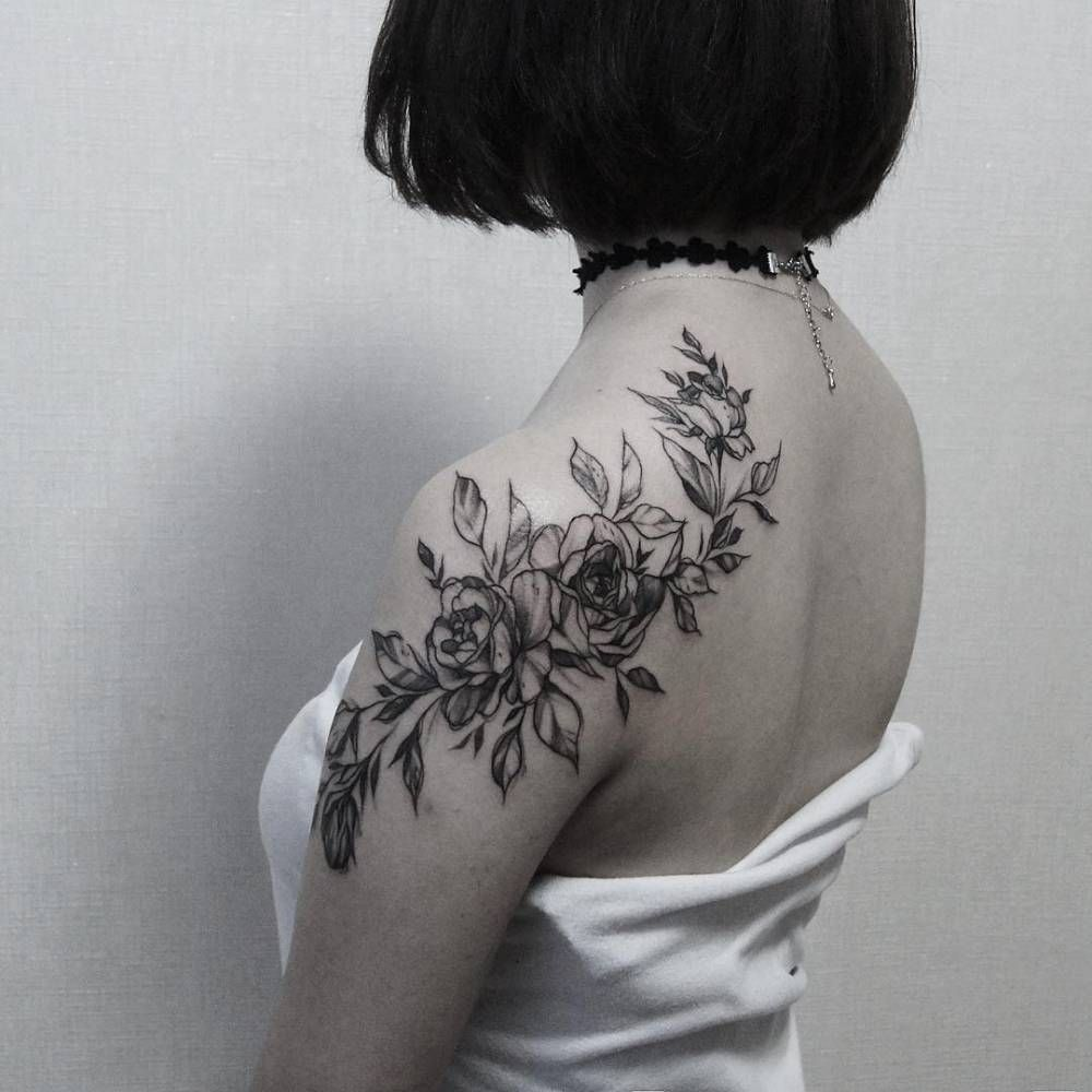 Roses Covering The Shoulde And The Shoulder Blade Future Tatts