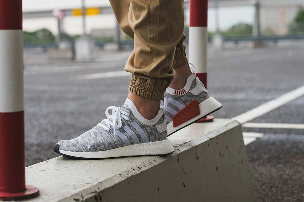 Adidas Nmd R2 Primeknit In White Grey Red Adidas Runners Sneakers Looks Sneaker Magazine