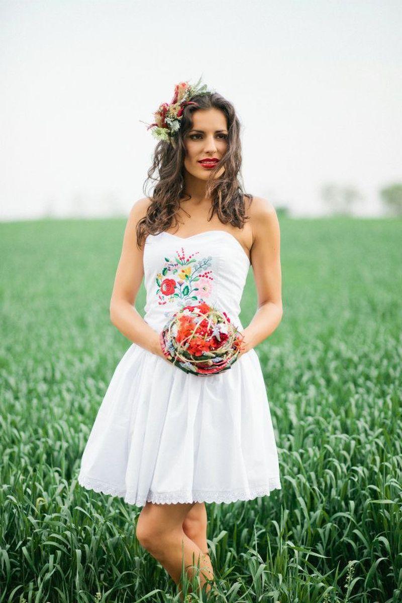 Kalocsai hímzéses menyasszonyi ruha(Foto Bell Studio Esther Gabe ... fe615c3481