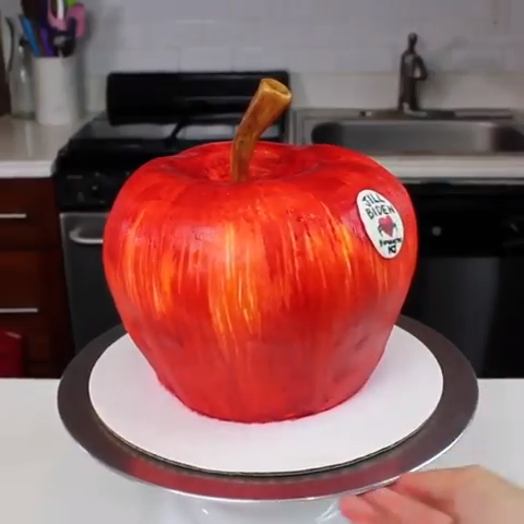 Apple Cake with Military-themed Layers Apple Cake with Military-themed Layers😍  Credit: @chelsweets  