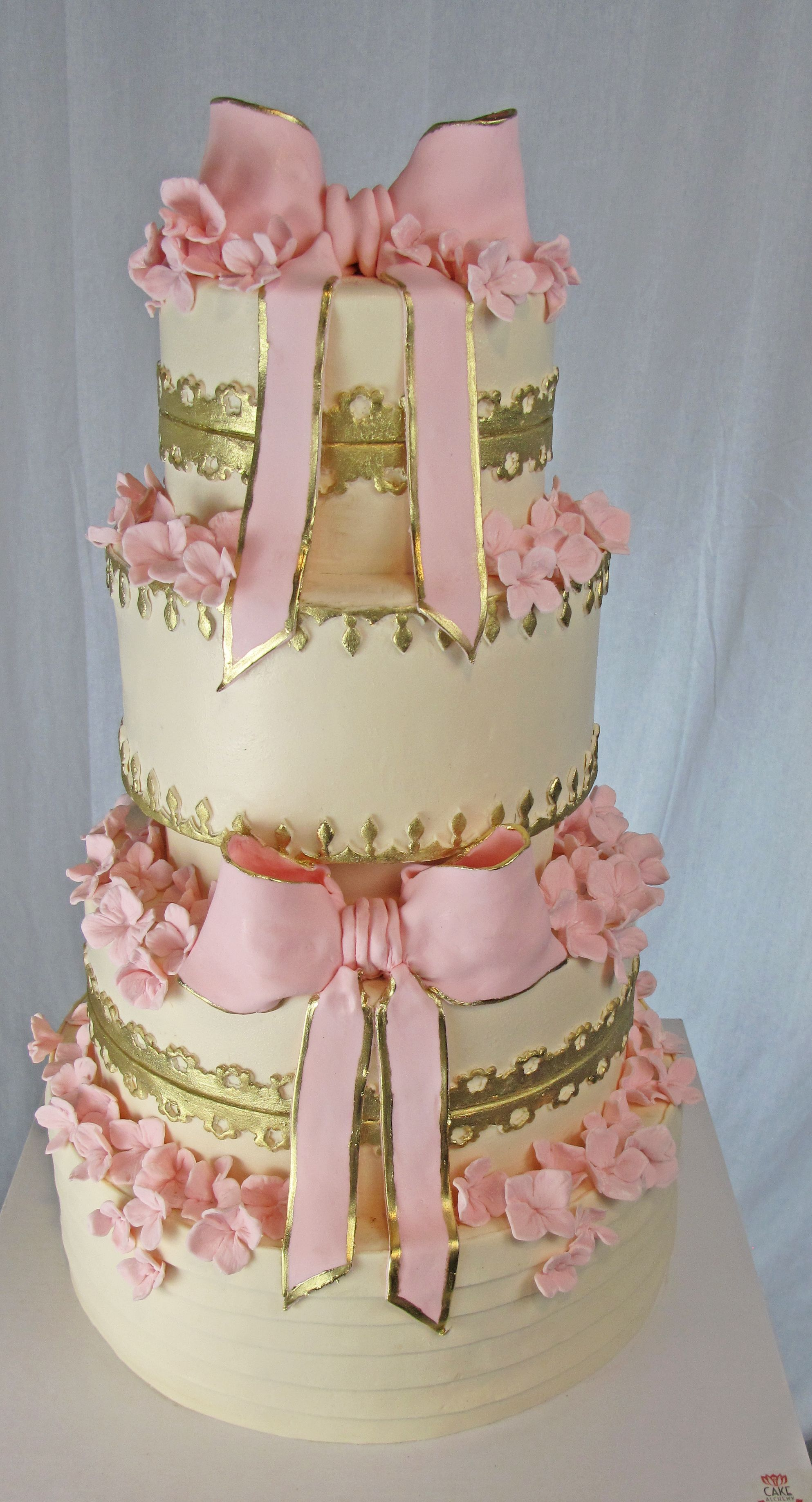 stunning wedding cakes stunning pink bows gilded with gold romatic vintage 20552