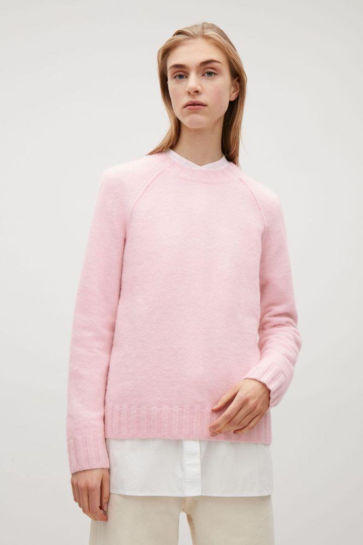 12330be3179c COS image 2 of Knitted raglan-sleeve jumper in Pink   Spring Forward ...