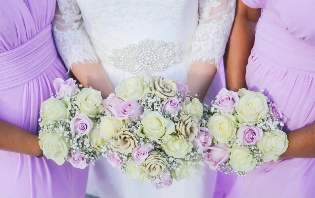 Wedding Bouquets In 2020 Wedding Flowers Bridal Bouquets Online Wedding Flowers Fresh Bridal Bouquets