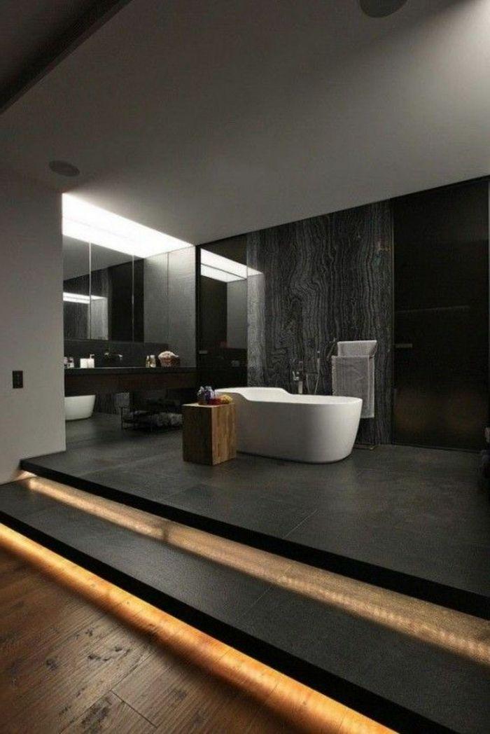 stilvolles badezimmer in schwarz mit treppe mit beleuchtung