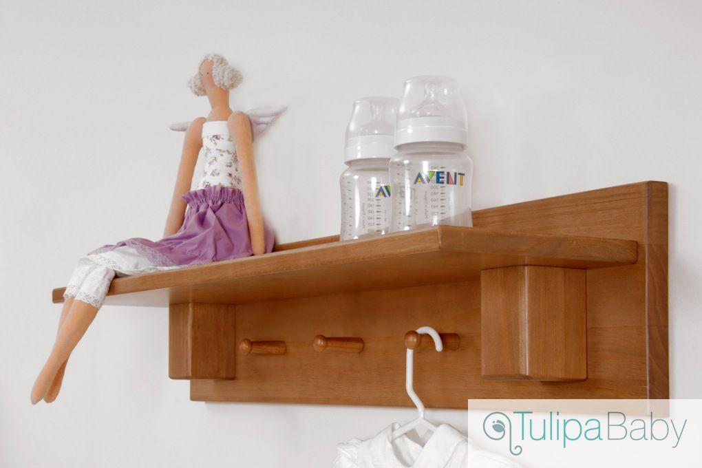 Prateleira Larissa Mel! Peça funcional e decorativa, dá um charme na decoração do quarto do bebê. #PrateleiradeMadeira #TulipaBaby