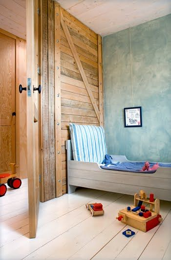 Wood wall + blue plaster wall