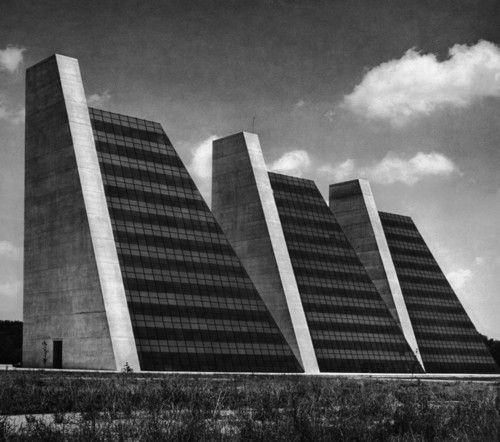 Architects Indianapolis: The Pyramids, Indianapolis Arch. Kevin Roche John Dinkeloo