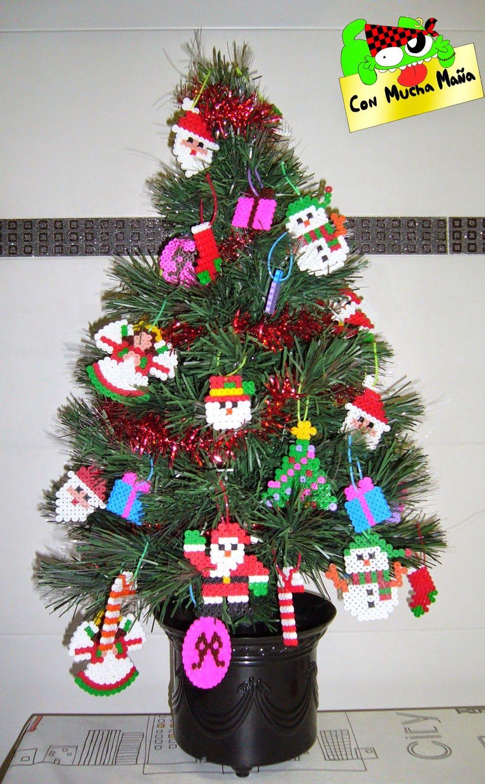 Arbol de navidad decorado con hama beads con mucha ma a - Arbol de navidad diseno ...