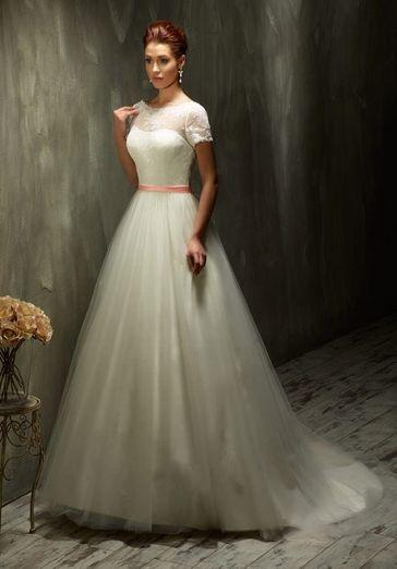 32182e62862 Romantisches Vintage Brautkleid aus Spitze und Tüll in Elfenbein und weiß  mit korallenfarbigem Band - von Lisa Donetti