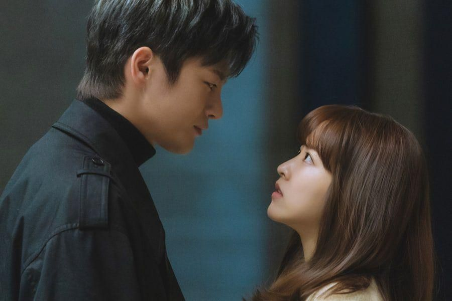 """Park Bo Young And Seo In Guk Make Heart-Fluttering Eye Contact In """"Doom At Your Service"""""""