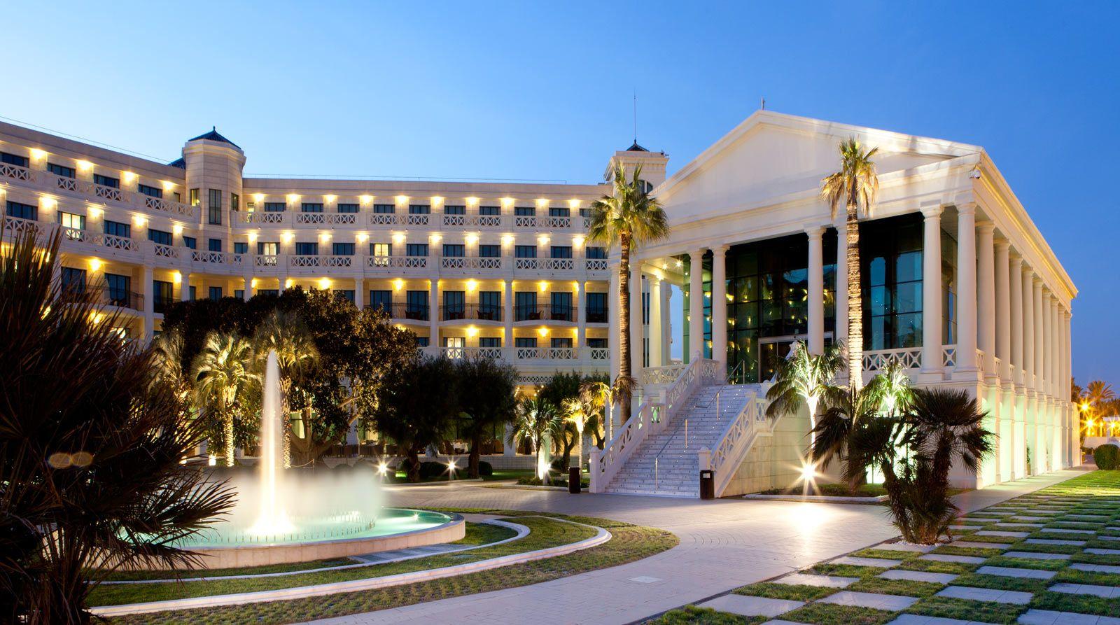 Hotel Valencia Las Arenas Perfect Beachfront Location