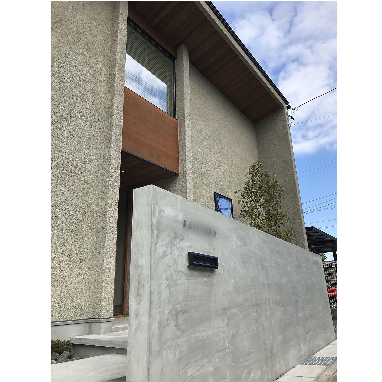 玄関 入り口 Fix窓 塗り壁 レッドシダー モルタル などのインテリア