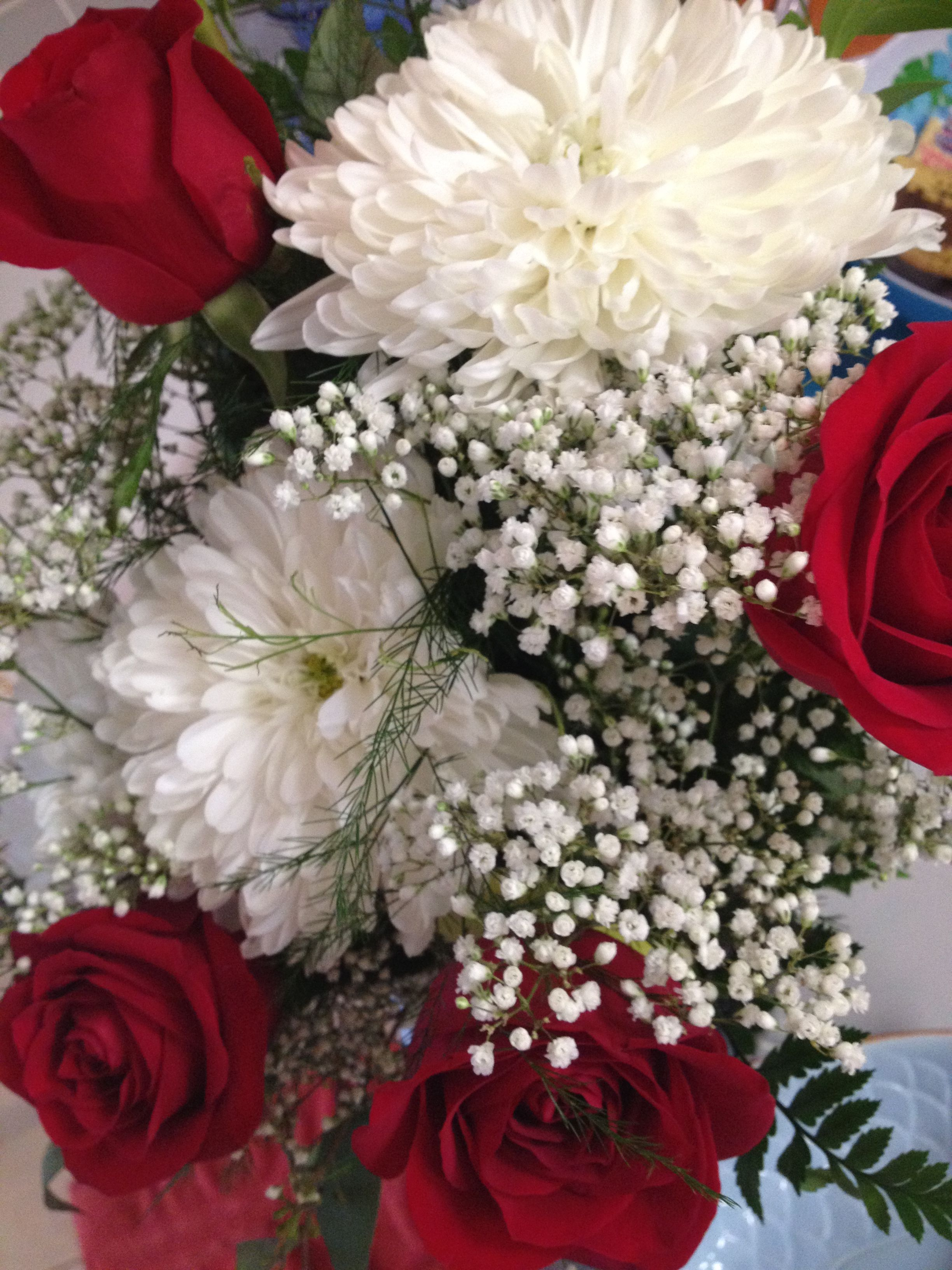 Wedding anniversary flowers red roses white mums white babys wedding anniversary flowers red roses white mums white babys breath izmirmasajfo