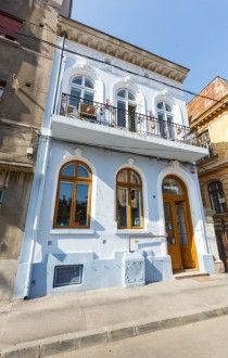 Acuarela Bufet: casa care dă culoare străzii Gina Patrichi, din București
