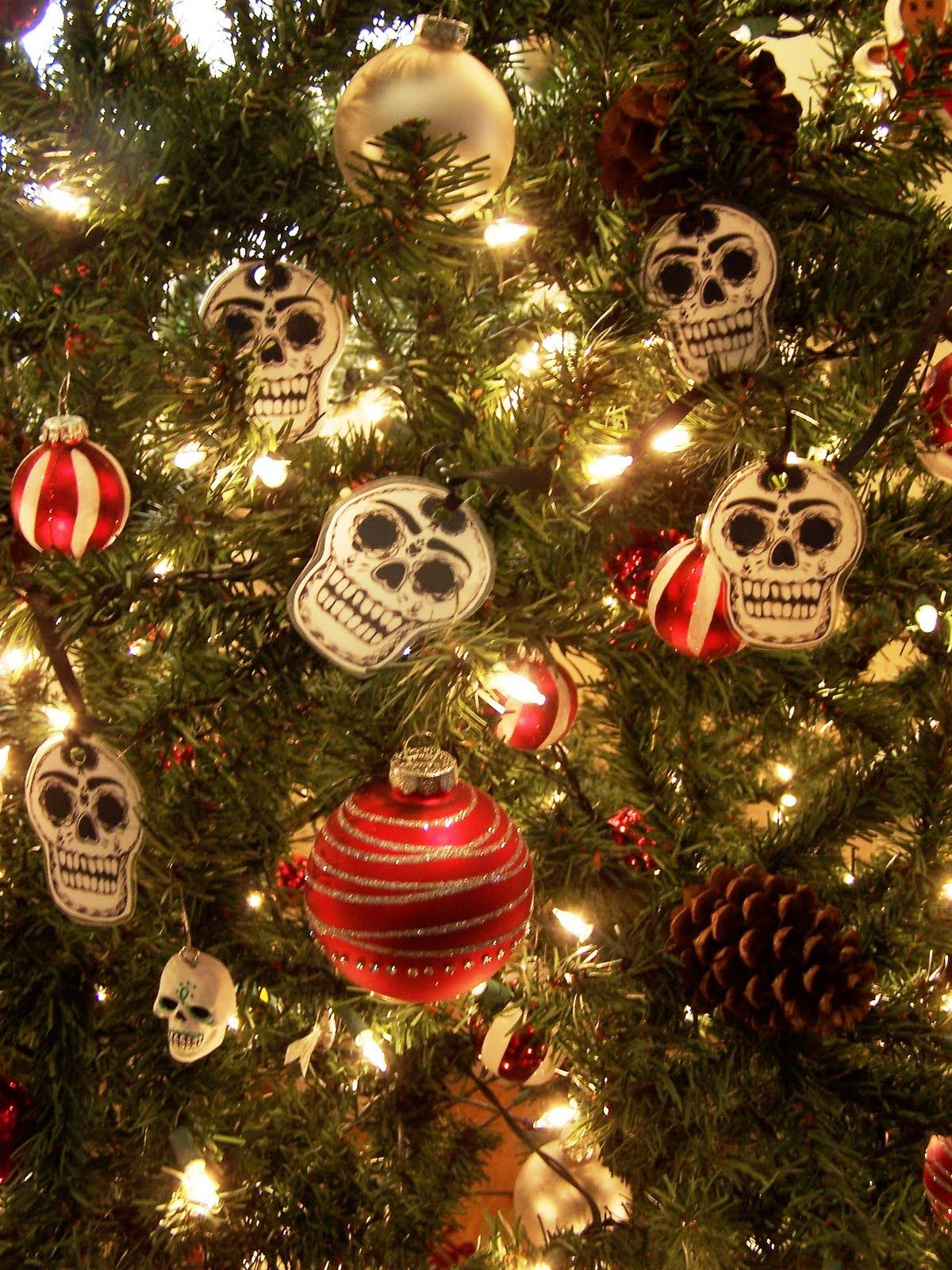 Frida and Skull themed Christmas Tree! What a wonderful idea ...