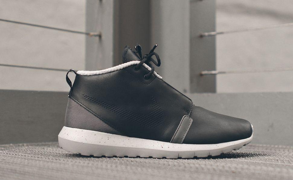 NIKE Roshe Run NM Sneakerboot  Black  Dark Grey  White Mens Sneakers