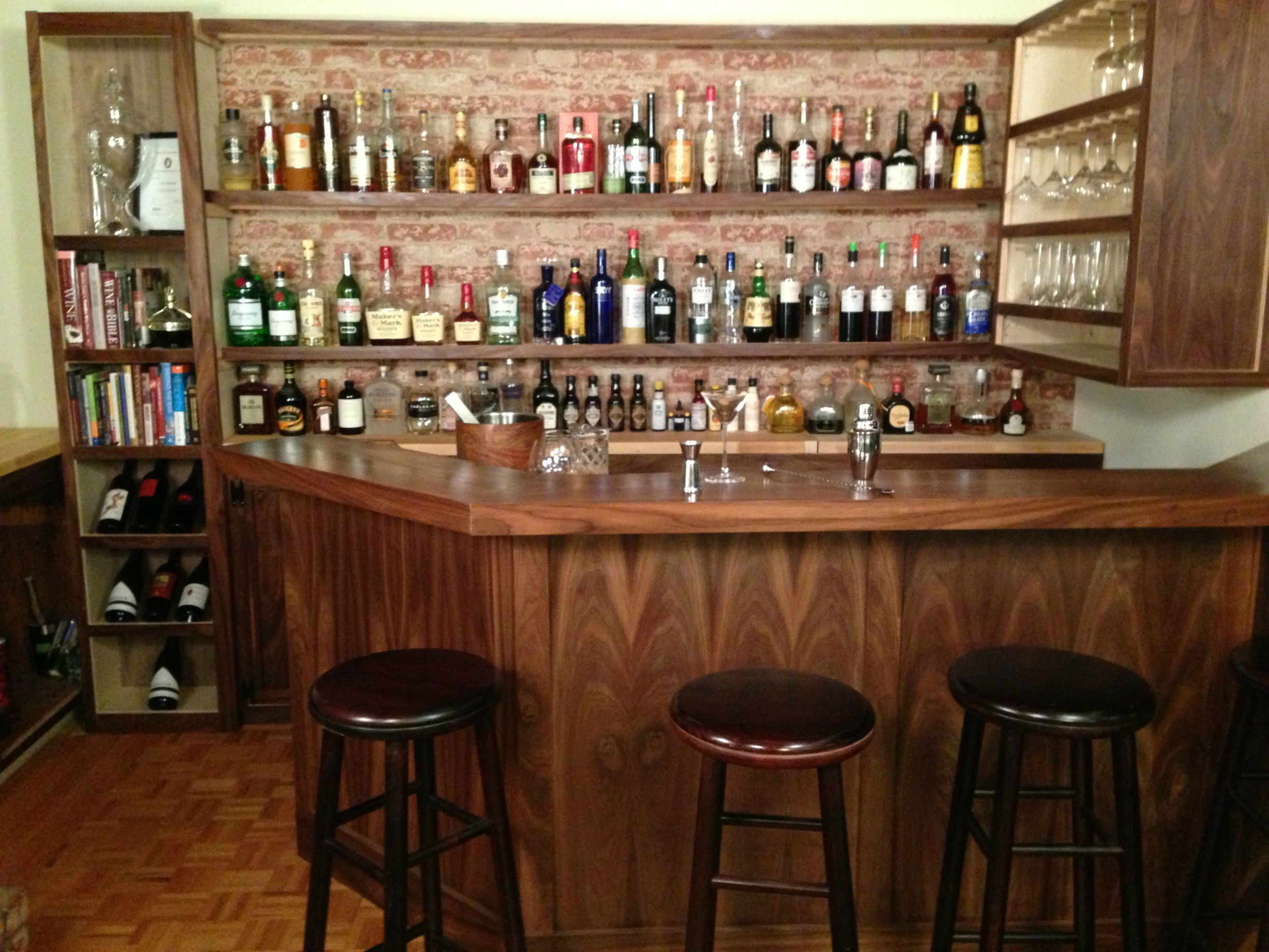 PHOTOS: The Most \'Professional\' DIY Bar We\'ve Seen Yet