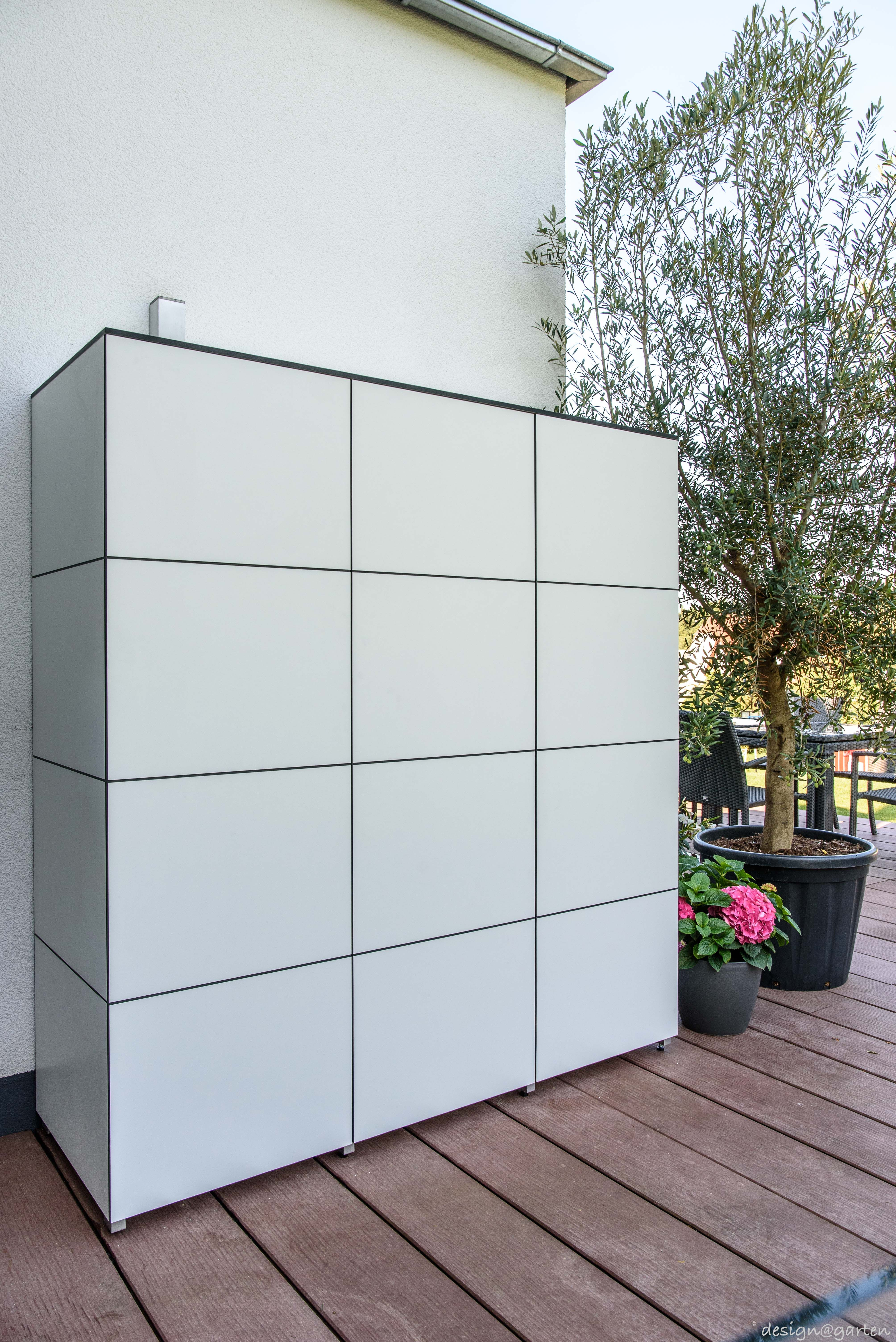 Balkonschrank Terrassenschrank Hochschrank Win By Design Garten Augsburg Farbe Weiss Wetterfest Uv Bestandig Gartenschrank Design Gartenhaus Garten