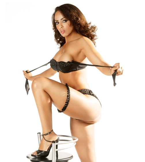 Layla El Wwe Diva Hottest Bikini Moments