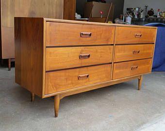 Best Vintage 1960 S Lane Acclaim Walnut Dresser Mid Century 400 x 300