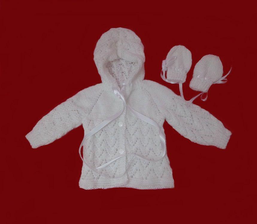 Casaco em tricô à mão para bebê de 3 meses. Quem comprou amou! Produto de qualidade! http://www.elo7.com.br/casaco-em-trico-a-mao-p-bebe-3meses/dp/72DB7F