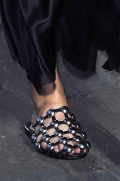 Scarpe, sandali, décolletées & Co: i modelli più cool visti alle sfilate Primavera Estate 2016