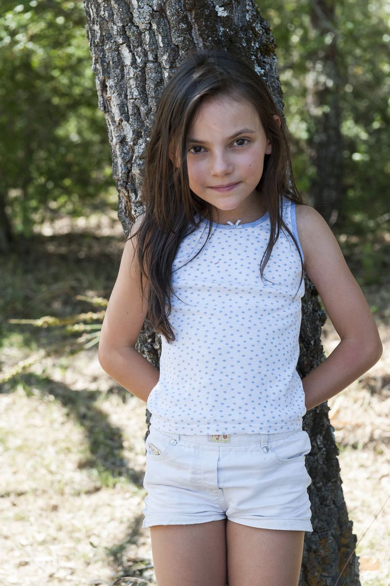 Watch Dafne Keen video