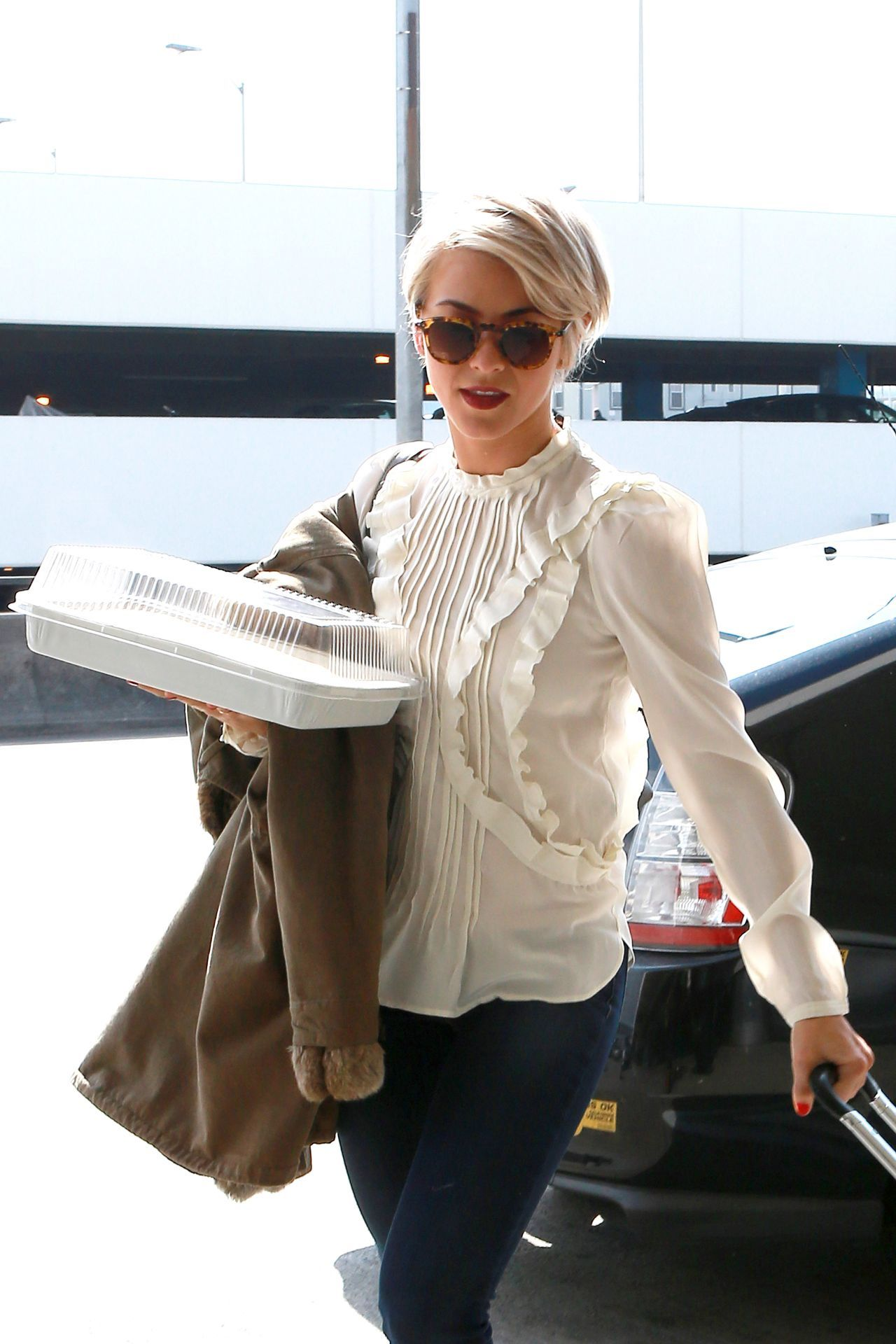 Julianne Hough Sports New Shorter Hair February 2014 15 Jpg 1280 1920 Short Hair Styles Mark Ballas Julianne Hough