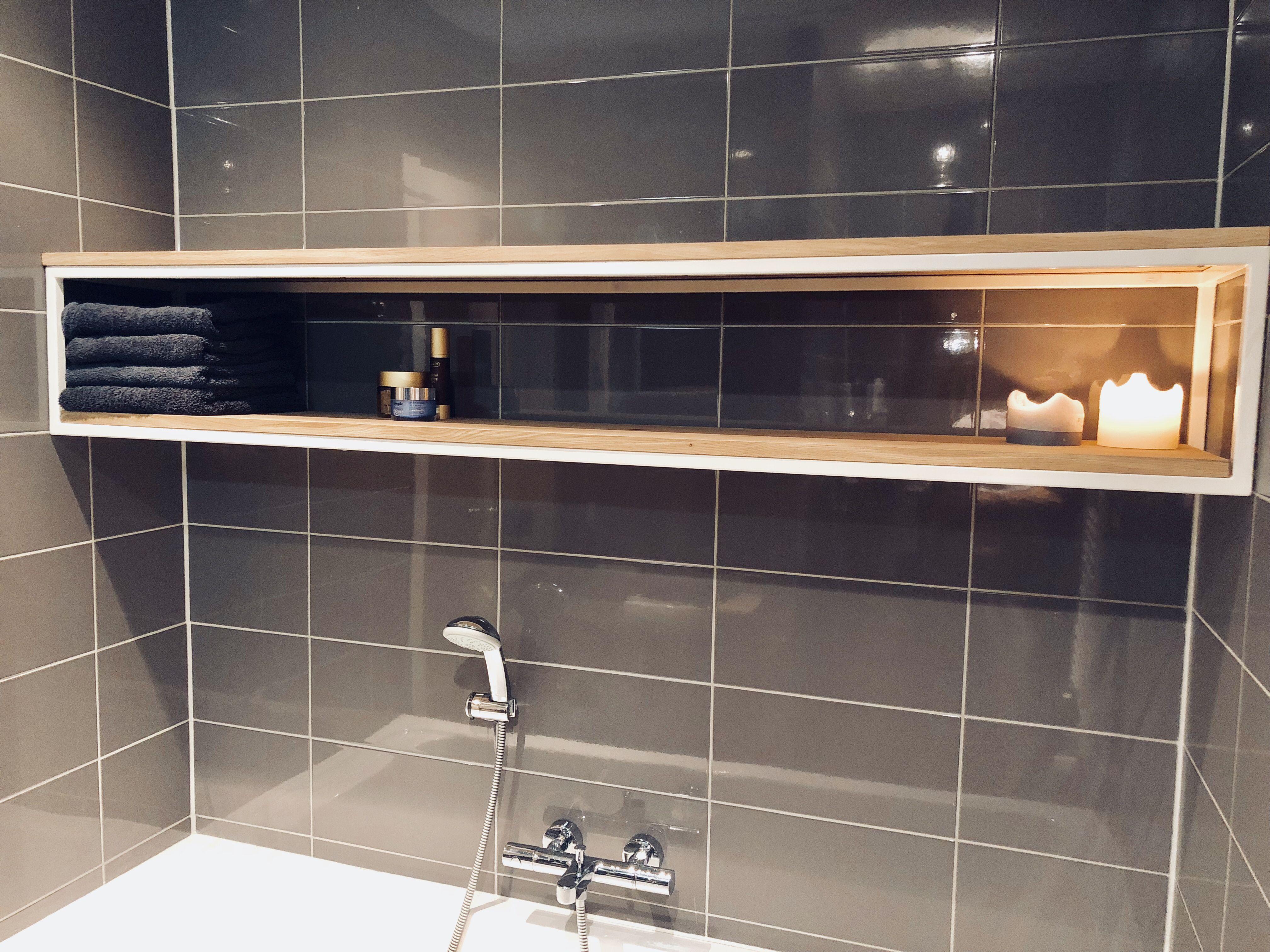 Warme Rustieke Badkamer : Een mooi strak maar toch warm meubel geleverd voor de badkamer