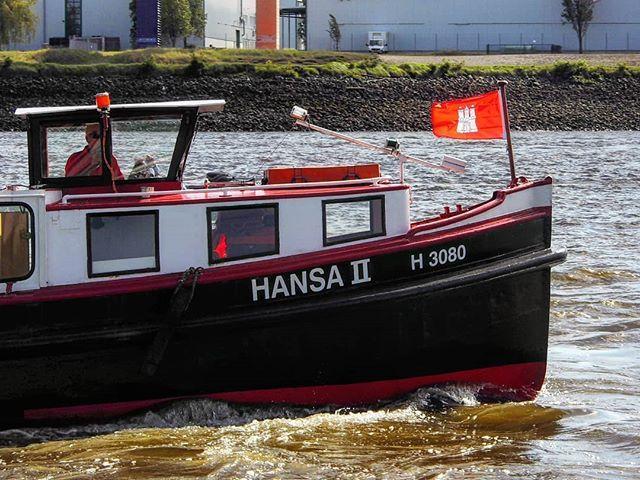 HANSA ii!... . (Hafengeburtstag in Hamburg) . #red #redflag #boat #tour #ship #elbe #schiff #schifffahrt #hamburg #flag #hamburgfotografiert #hamburgliebe #hamburgerhafen #hamburg_de #hamburgmeineperle #hamburglove #germany #europe #norddeutschland #norden #portofhamburg #hafencity #hafengeburtstag #igersgermany #igers_hamburg #travel #photography #kings_alltags